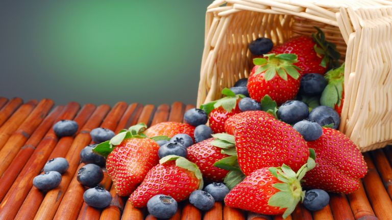 Strawberries in the basket HD Wallpaper