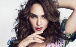 Gal Gadot Looking Lovely Wallpaper